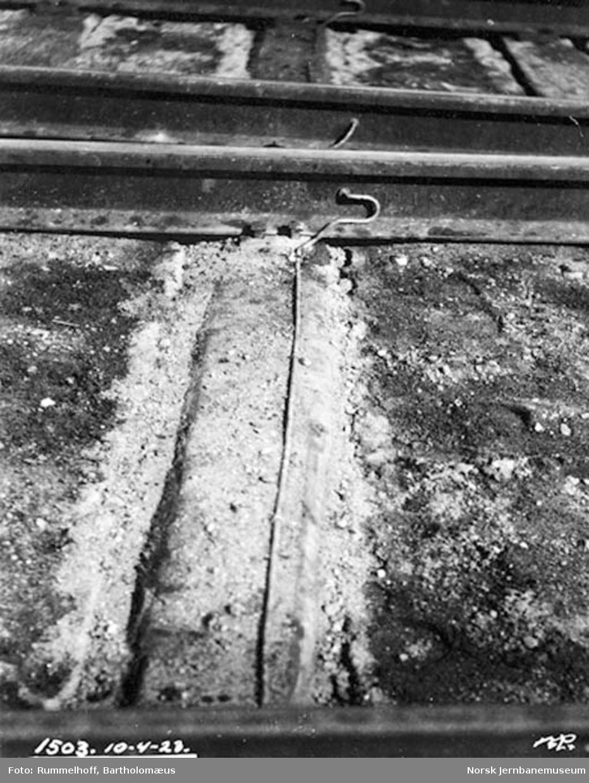 Drammenbanens elektrifisering : jordforbindelse mellom skinnene