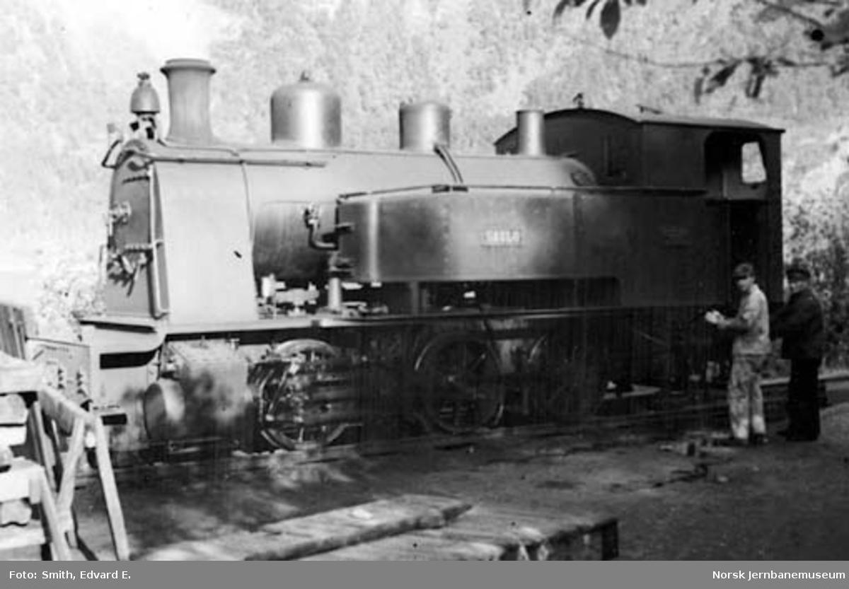 """Sulitjelmabanens damplokomotiv """"SAULO"""" på Sjønstå stasjon"""