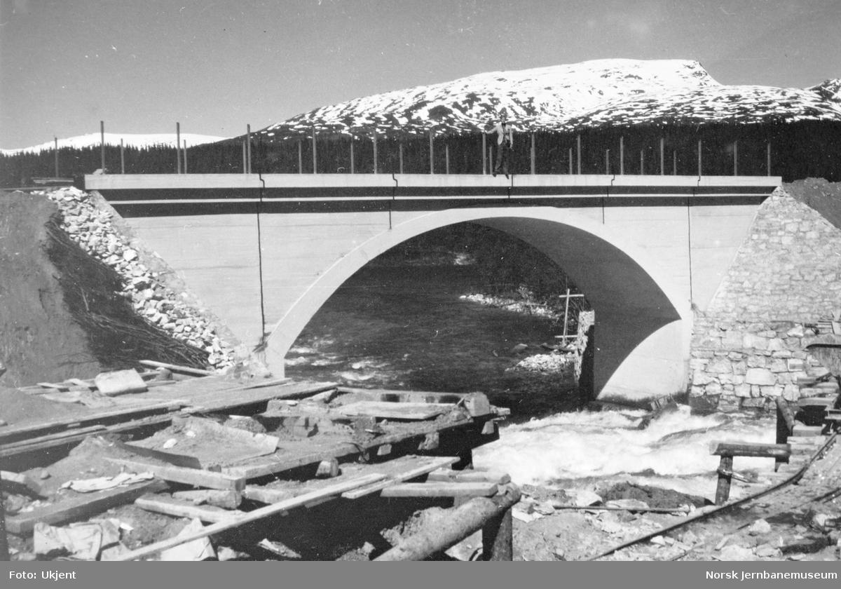 Bygging av Grønfjellåga bru : ferdig bru