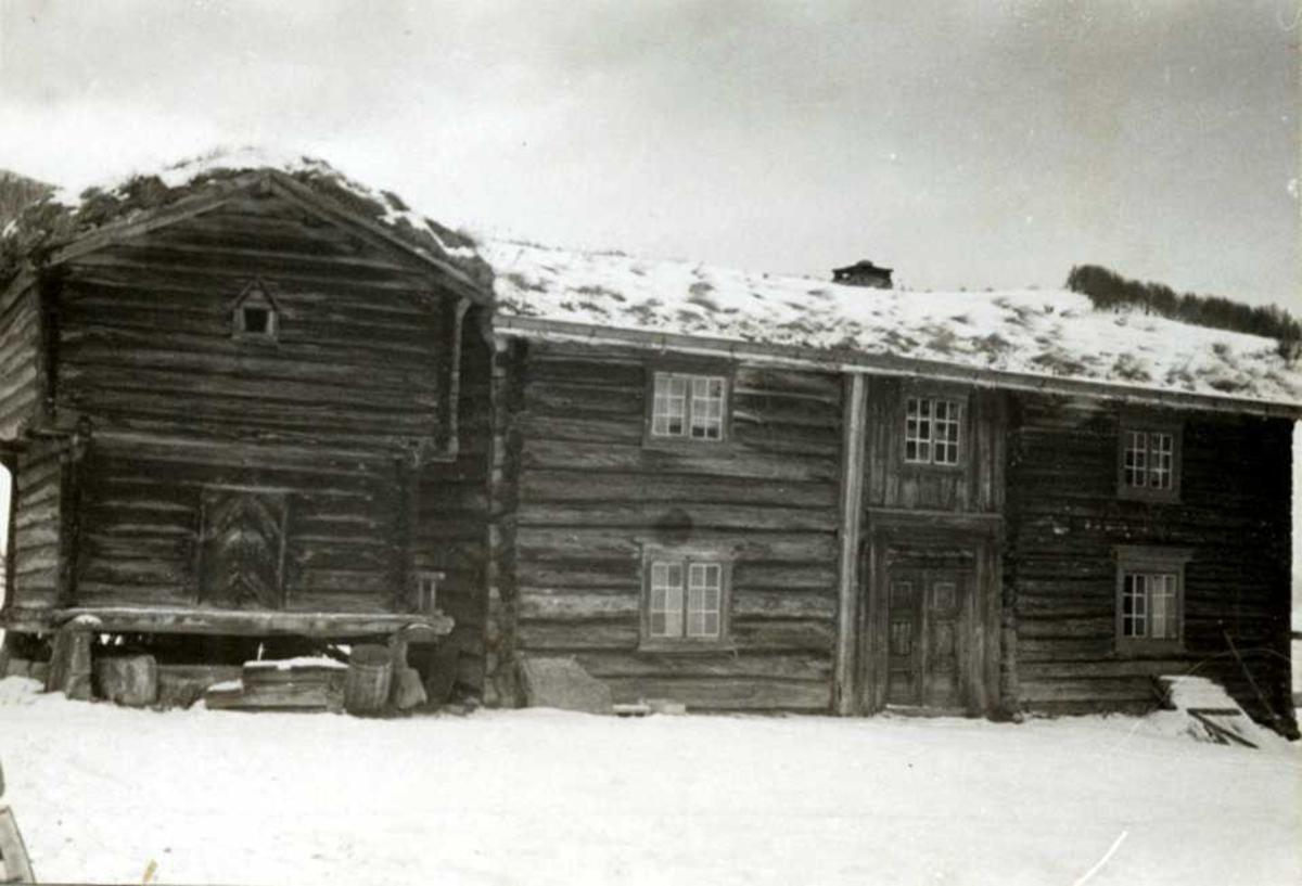 Åkeren, Tolga, Hedmark. Stabbur og sommerstue med koppstue.