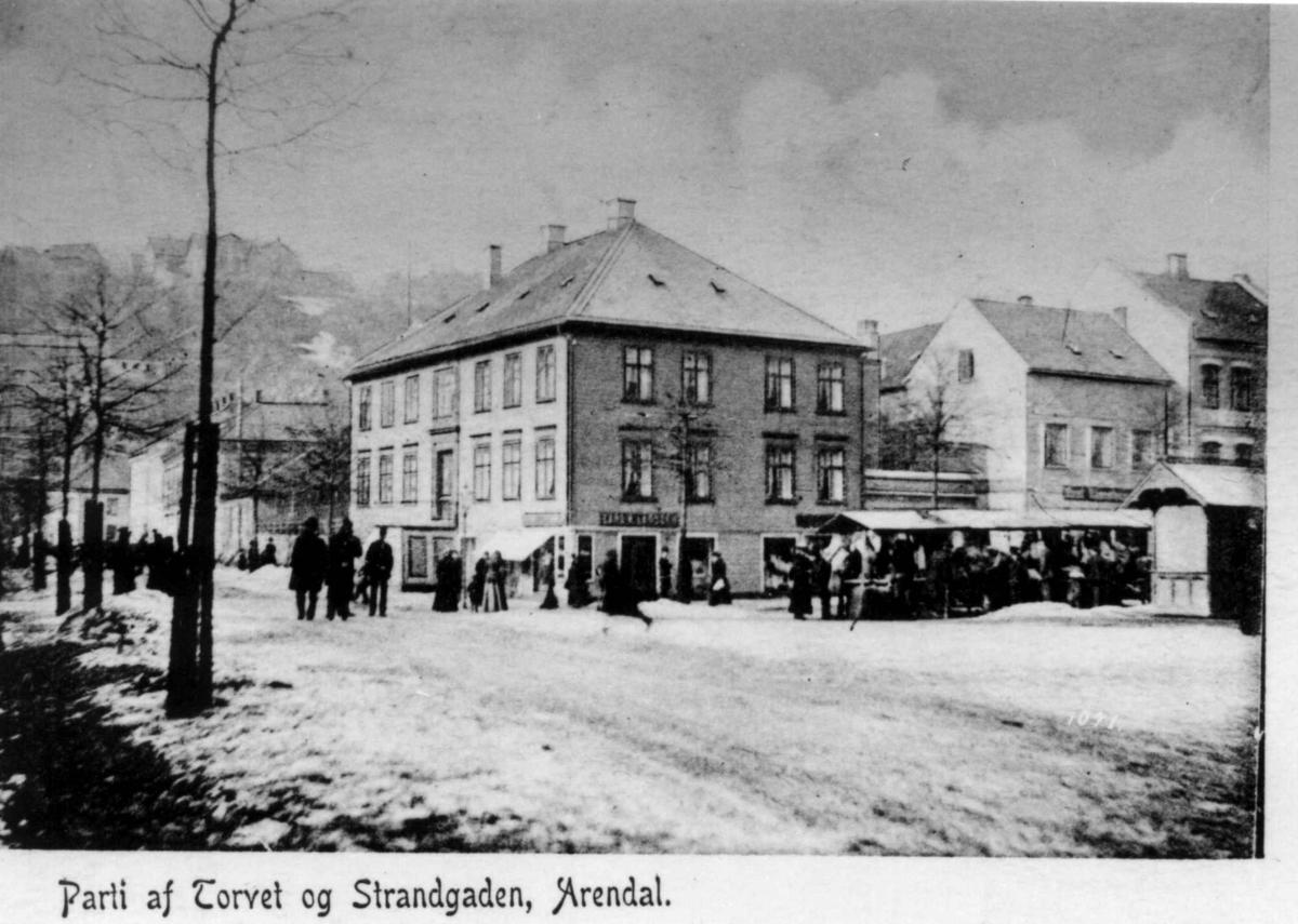 Postkort. Torvet og Strandgaden, Arendal, Aust-Agder.