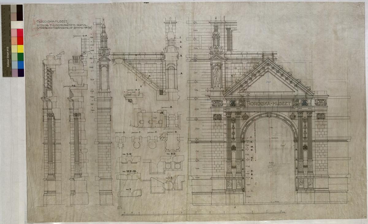 Ritning på väv över Nordiska museets huvudbyggnad. Ritning till mittenpartiets portal. Fasad. Stora porten. 95x61,5 cm. Tusch och rött. Linjalritning, fri hand. Osignerad.