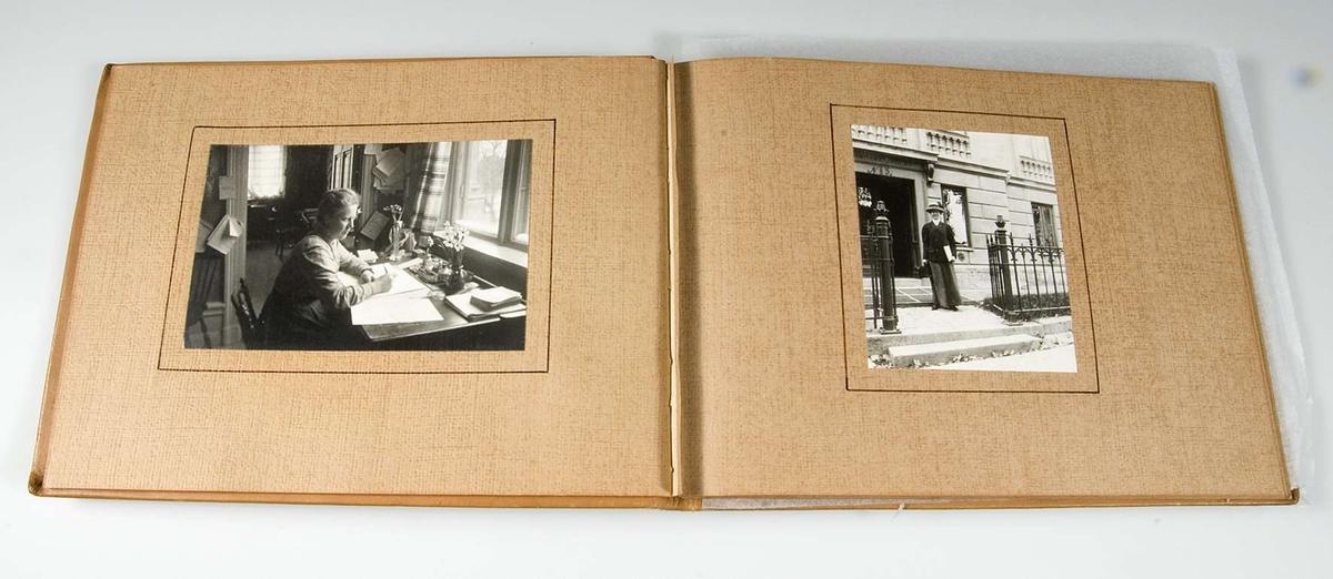 Albumets fotografier visar elever och personal vid Lindska skolan, kvarteret Ubbo, Uppsala.