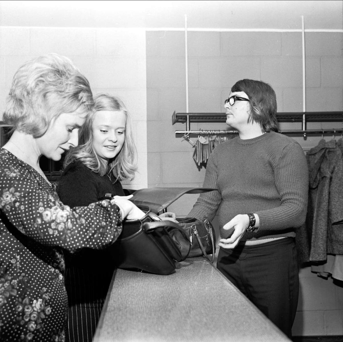 Premiär för Minnenas afton i Parkhallen, Söderfors bruk, Uppland oktober 1972