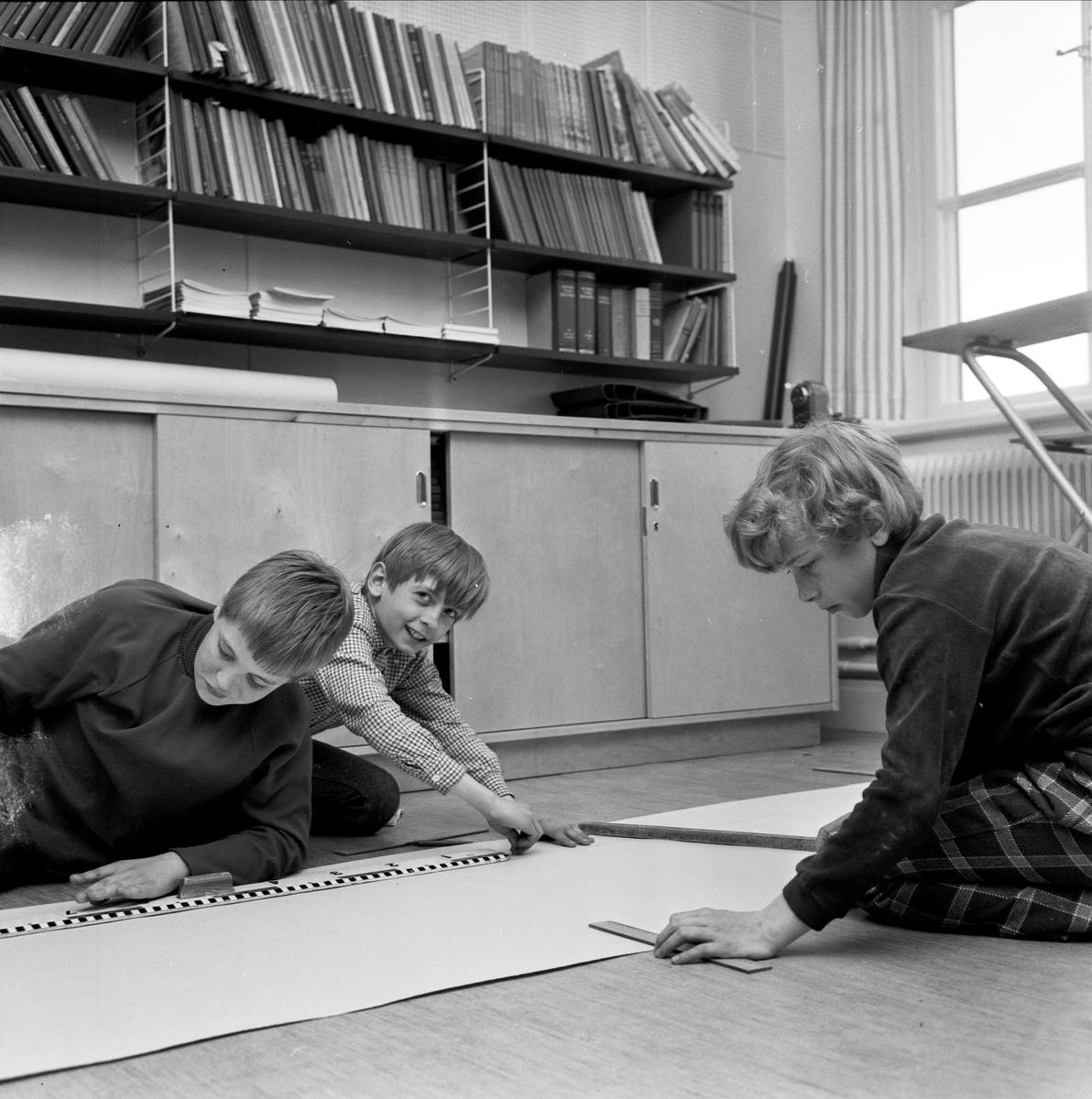 Skolelever i Mehede skola förbereder Barnens dagsfirandet i Tierp