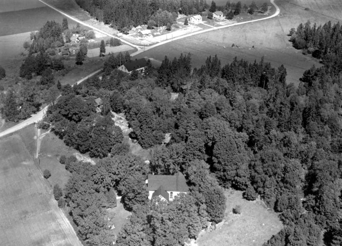 Flygfoto över Fröslunda kyrka, Fröslunda socken, Uppland 1952