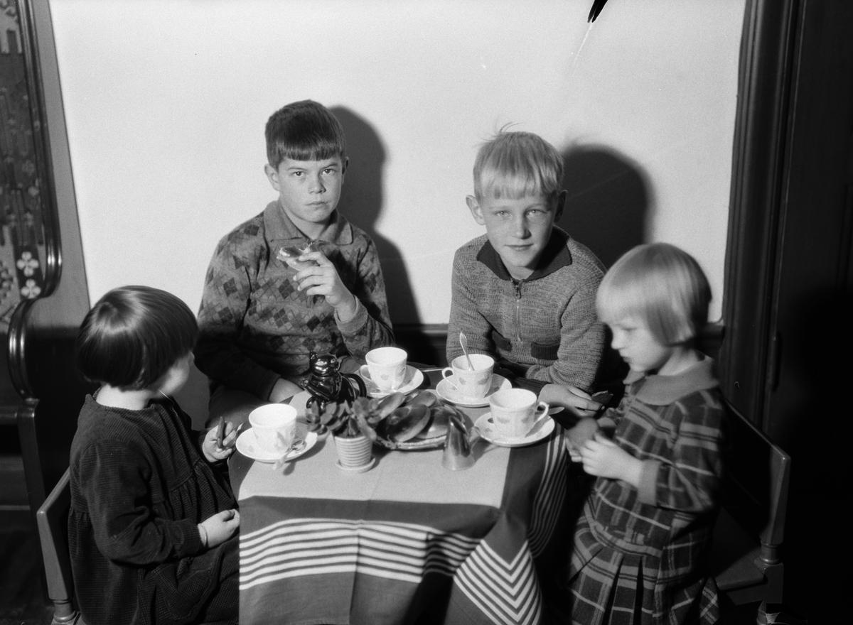 Barn på besök, Fackskolan för huslig ekonomi, Uppsala november 1932