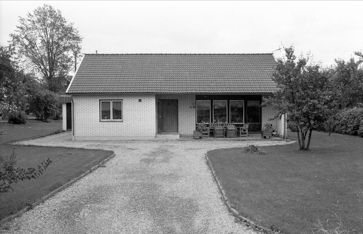 Bostadshus med garage, Oxsätra 2:8, Bälinge socken, Uppland 1983