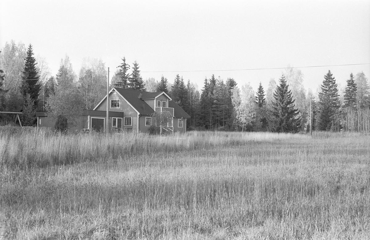Bostadshus med garage, Blacksta 1:28, Blackstalund, Jumkil socken, Uppland 1983