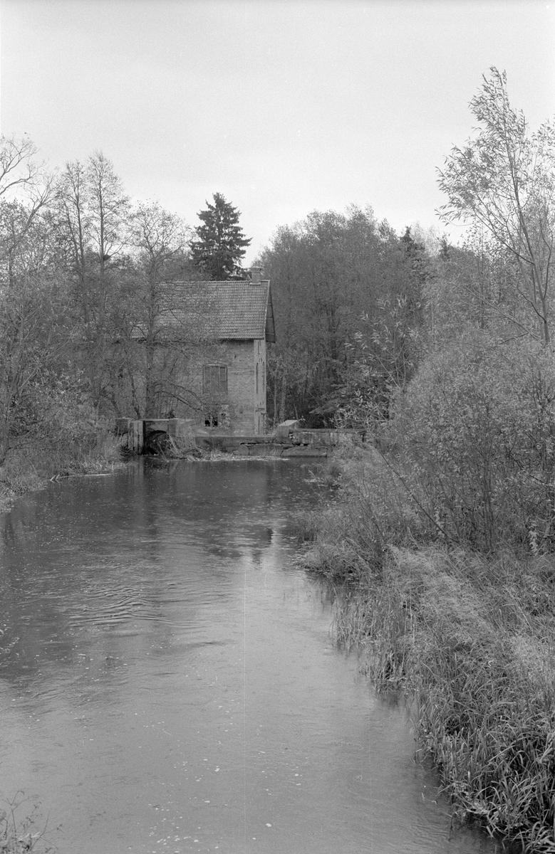 Vy över Nyborg eller Stenviks kvarn, Stenviken 1:3, Stenviken, Jumkil socken, Uppland 1983