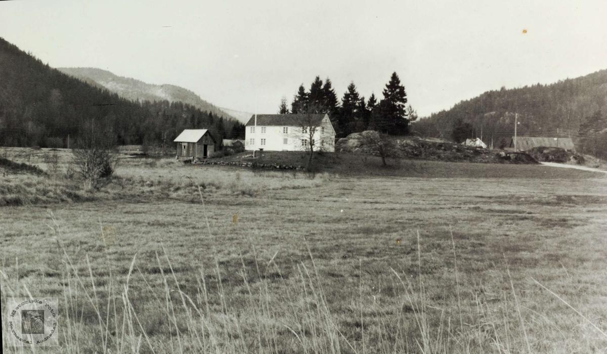 """Mortenson sin gard """"Der heima"""" på Vårdal i Audnedal."""