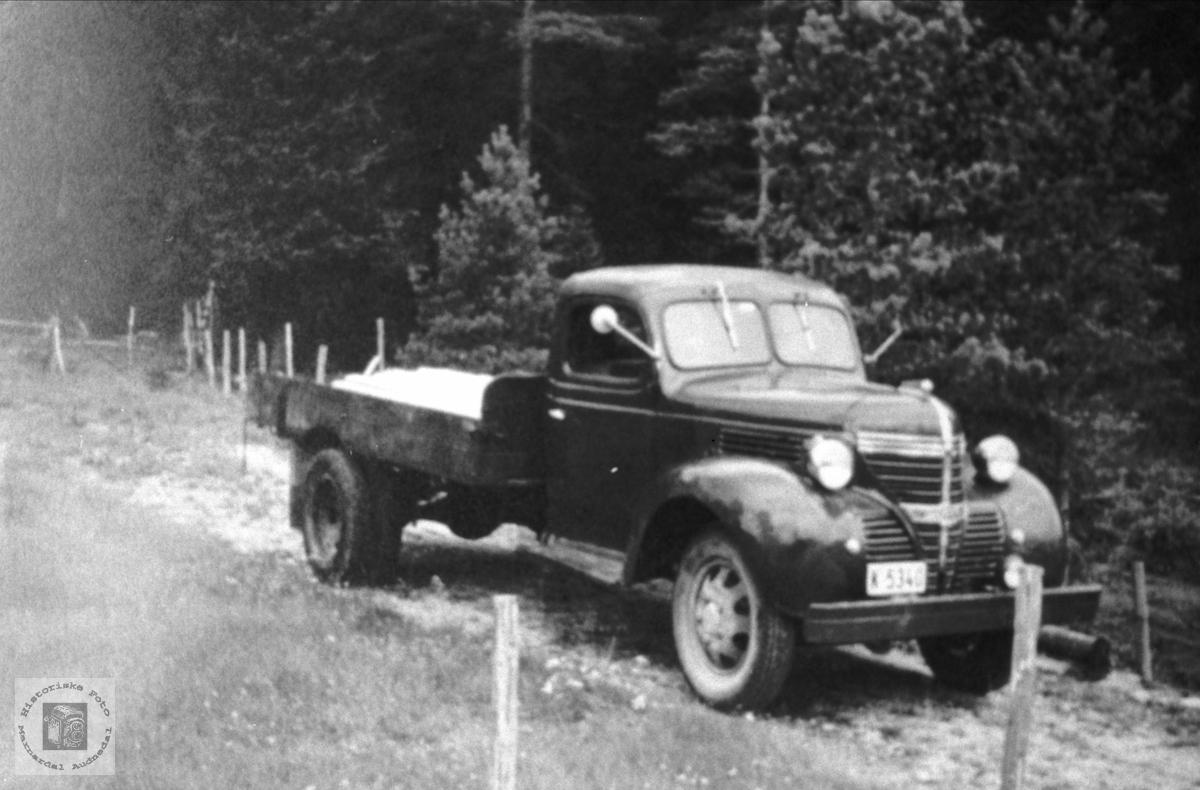 Einar Bergans 1940 talls Lastebil, Bjelland. Lastebilen er en Fargo 1940 modell