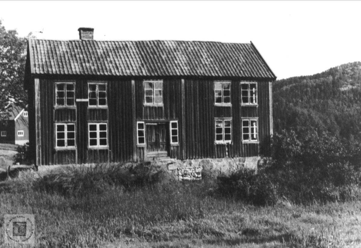 Der ute på Hesså, Bjelland.