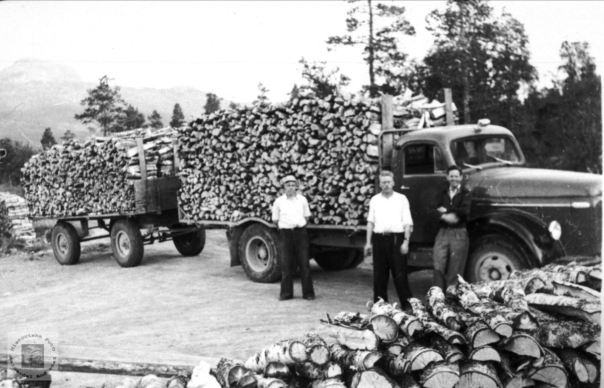 Vedkøyring med lastebil og tilhengar
