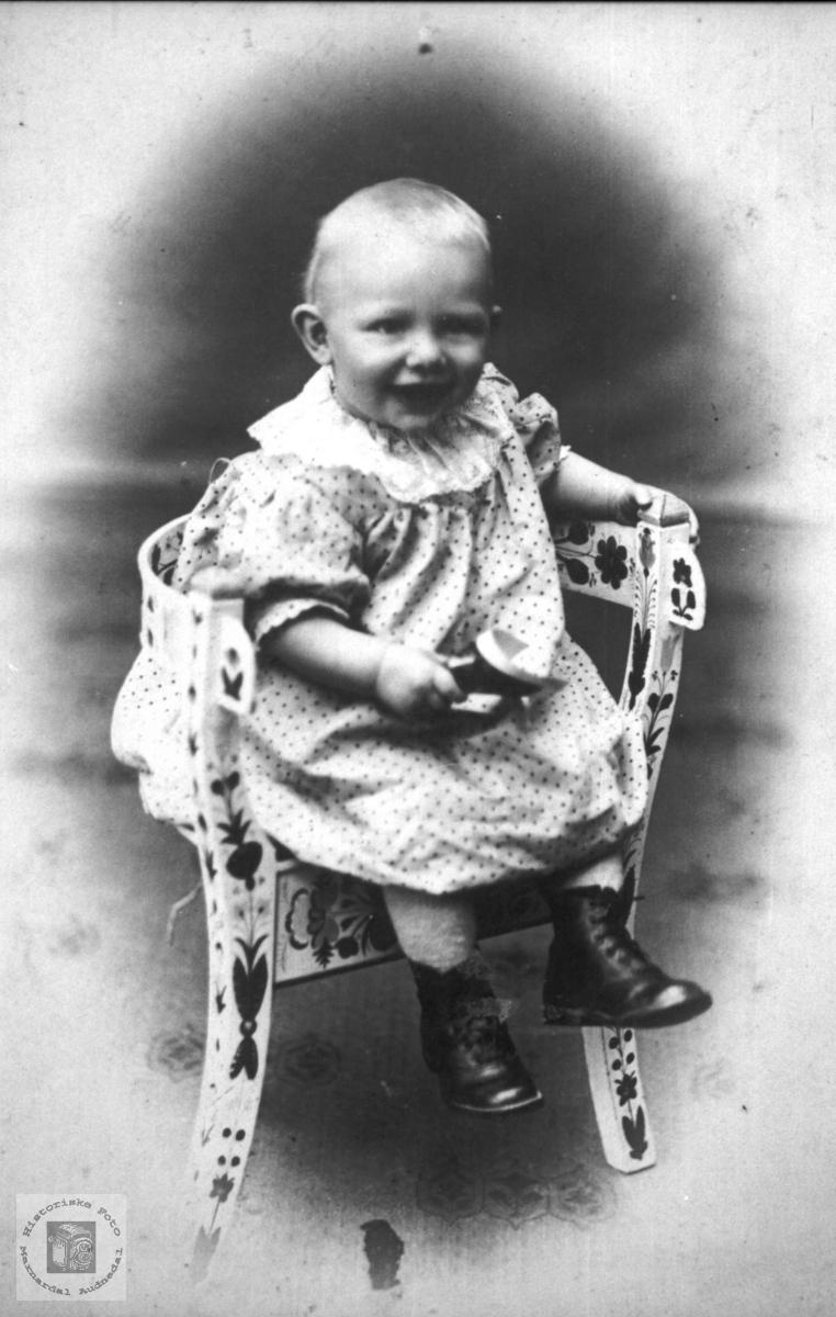 Barneportrett trolig med røtter fra Abelset, Bjelland.