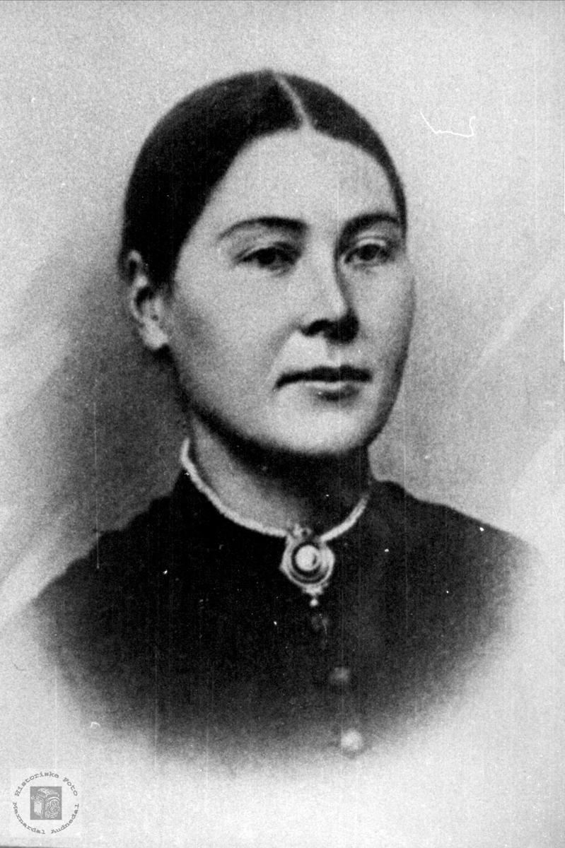 Portrett av Anne Tomine Olsdtr Birkeland, Laudal.