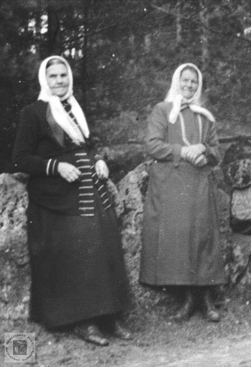Søskenene Susanne Marie og Maren Elisabeth Upsaker