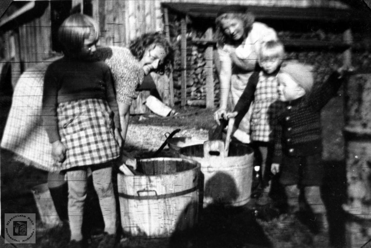 Klesvask på Bue i Øyslebø.
