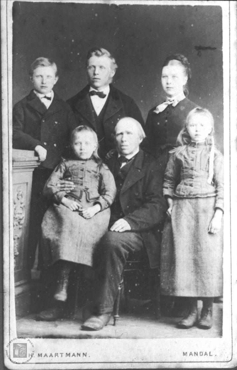 Ukjent Familie trolig med tilknytning til Fossestøl, Øyslebø.