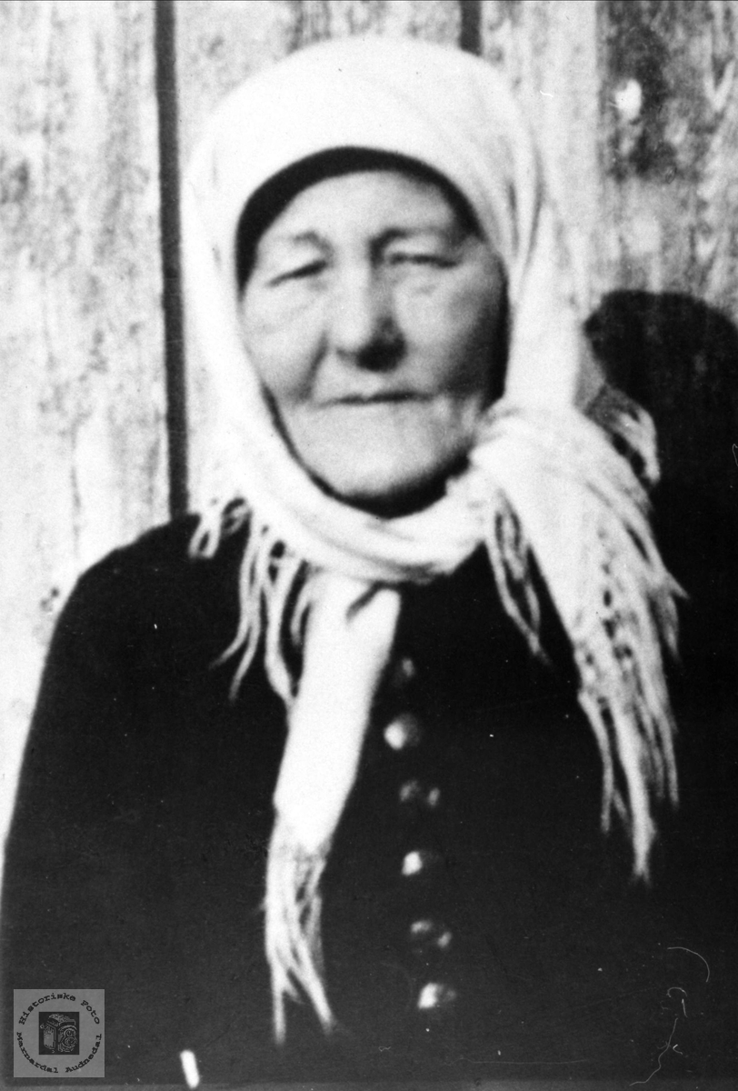 Portrett av Torborg Lærmyr, Laudal.