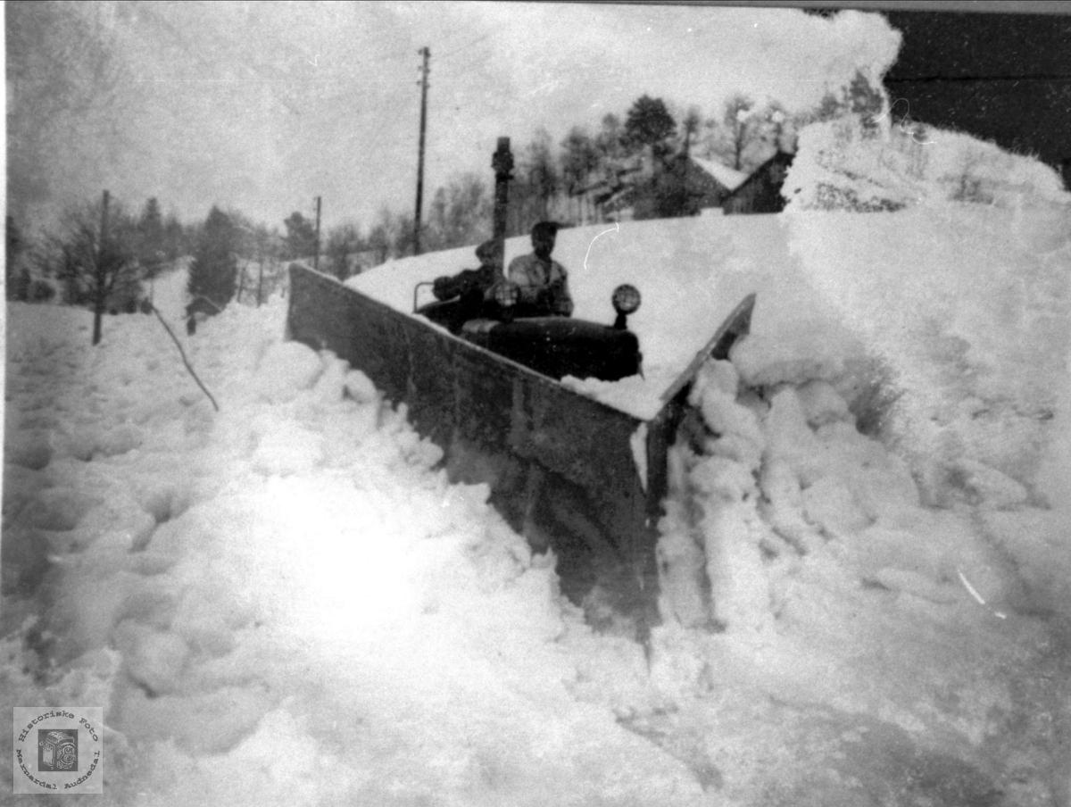 Brøyting snøvinteren 1952 på Breland i Øyslebø.