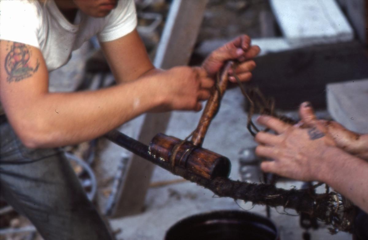 Bensling av stående rigg, under restaureringsarbeider på 'Gjøa' (b.1872) i 1973