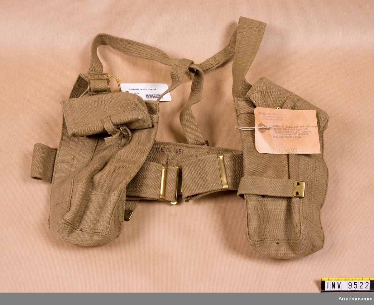 Modell på bälte med två hängslen och två remstroppar till stridssele arbetsmodell/1951, engelsk tillverkning.  KAFI den 960/51, UtrB. Gåva från FMV.