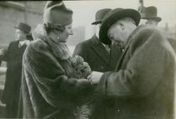 Kronprinsesse Märtha og Adm. Dir. Aamundsen på Akers Mek. Verksted i forbindelse med stabelavløpning av passasjer- og lastebåten M/S Black Prince, B/N 473 22. desember 1937. Skipet ble levert av Akers Mek. Verksted i 1938 til Fred. Olsen & Co, Oslo og gikk i rute Kristiansand - Newcastle.