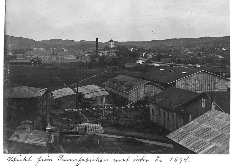 """Text på kortet: """"Utsikt från Tunnfabriken mot öster år 1894""""."""