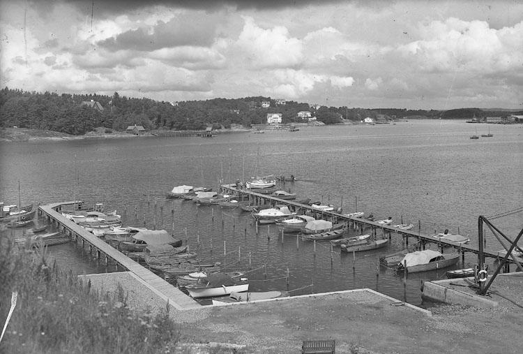"""Enligt AB Flygtrafik Bengtsfors: """"Stenungsund mot Stenungsön Bohuslän""""."""