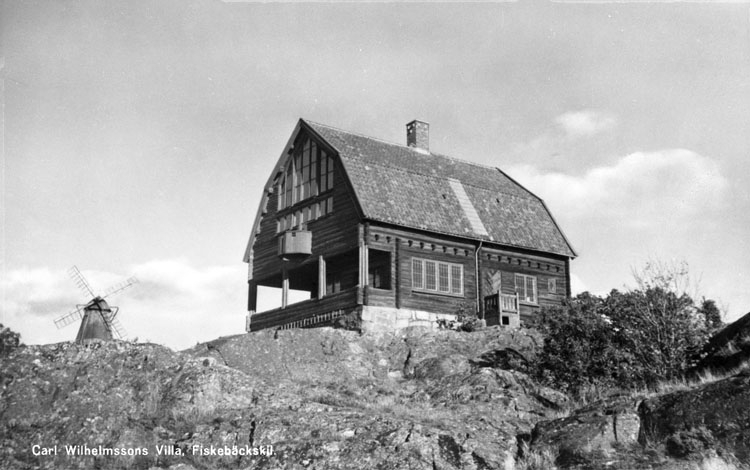 """Enligt AB Flygtrafik Bengtsfors: """"Fiskebäckskil Bohuslän"""". Enligt text på fotot: """"Carl Wilhlemssons Villa, Fiskebäckskil""""."""