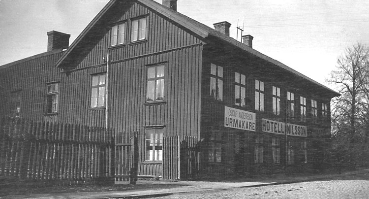 Stämplat på baksidan: Hjalmar Zachau, Uddevalla.