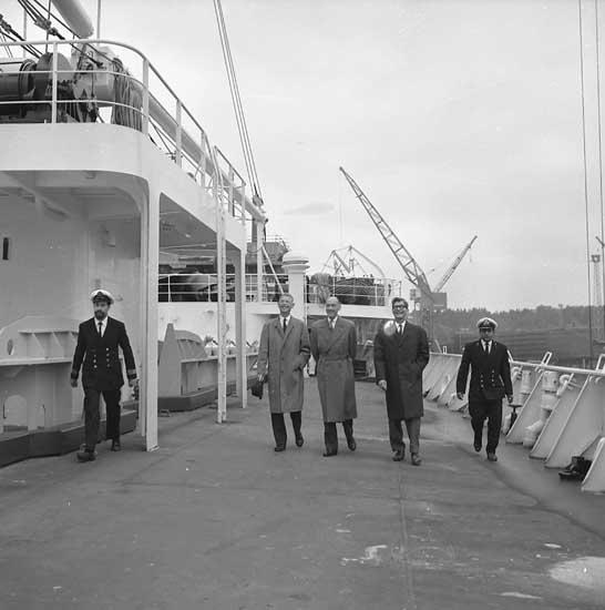 Flaggskifte inför leverans av fartyg 260 M/S London Citizen.