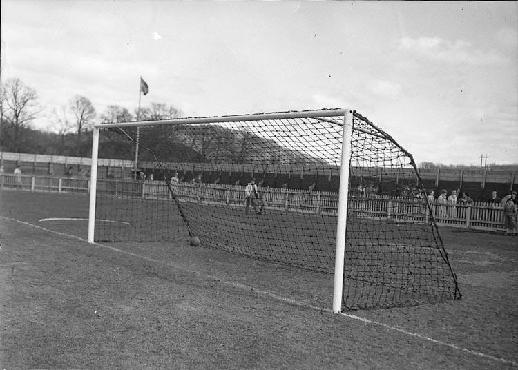 "Enligt notering: ""Fotboll UIS Ljungskile 30/4 1947""."