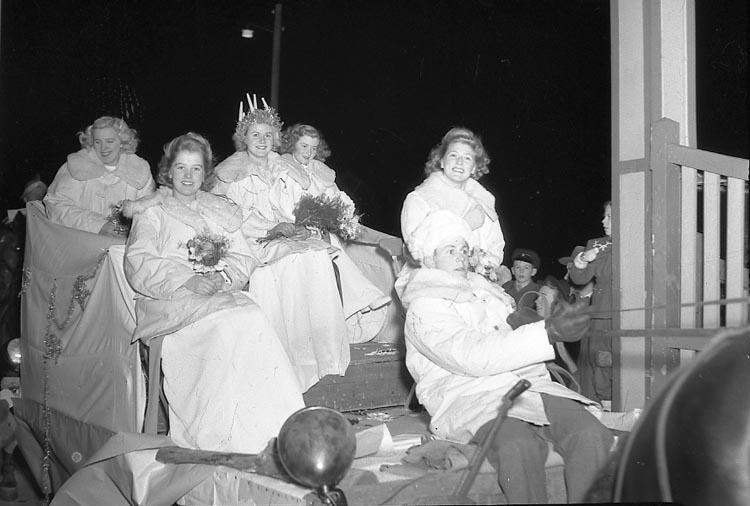 """Enligt notering: """"Luciafirandet Stadens 13/12 1947""""."""