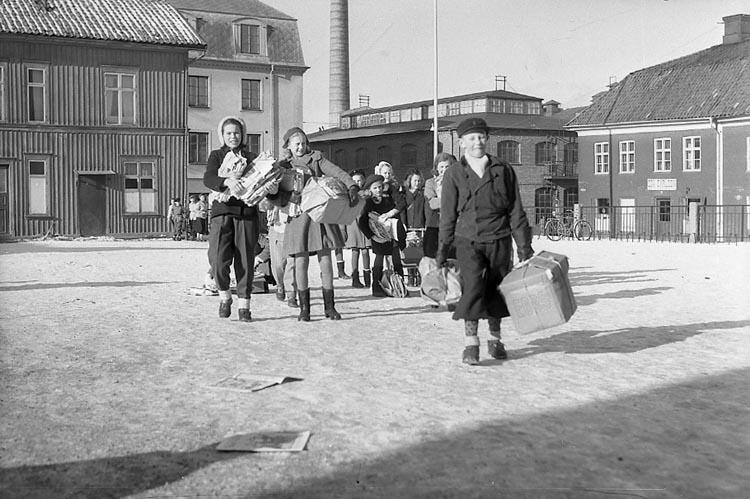 """Enligt notering: """"Pappersinsamling Läroverket 12/2 1948""""."""