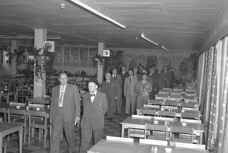 """Enligt notering: """"Stadsfullmäktige Alingsås Aug 1949""""."""