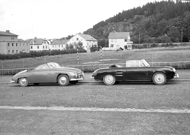 Två sportbilar från 1950-talet