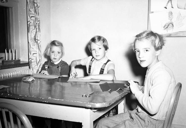 """Enligt notering: """"Lekskola Folkets-park U-a 9-12-1955""""."""
