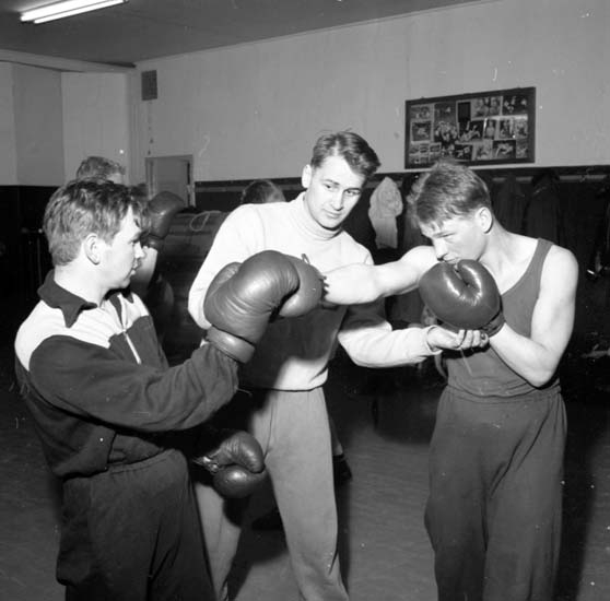 """Enligt notering: """"Boxningsträning 10/2 1958""""."""