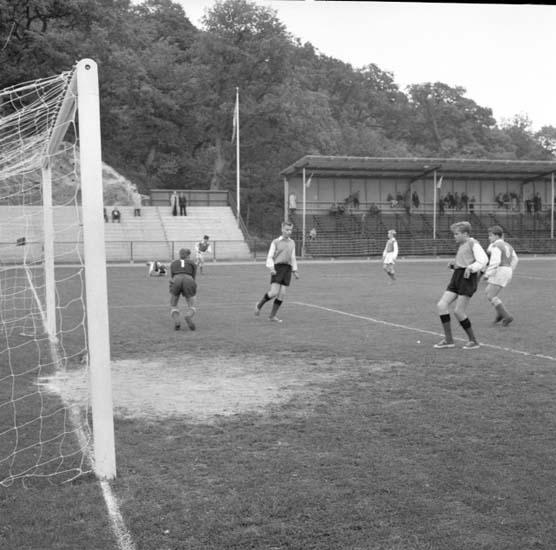 """Enligt notering: """"Pojkcupen i fotboll 20/9 -58""""."""