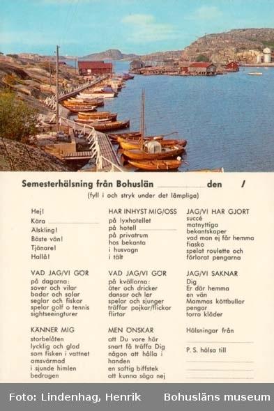 """Tryckt text på kortet: """"Semesterhälsning från Bohuslän."""" """"Bohuslän. Saltstänkta soliga klippor, bad, segling och fiske."""""""