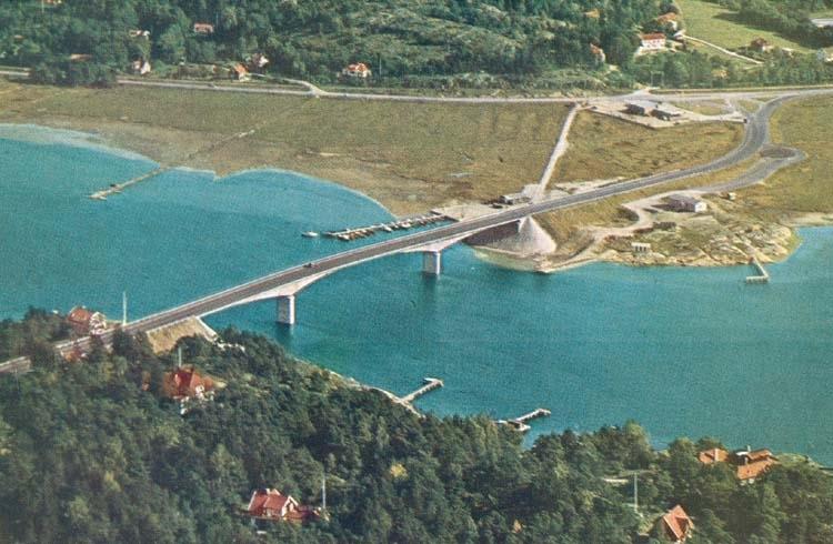"""Tryckt text på kortet: """"Nya Tjörnleden. Stenungsundsbron."""""""