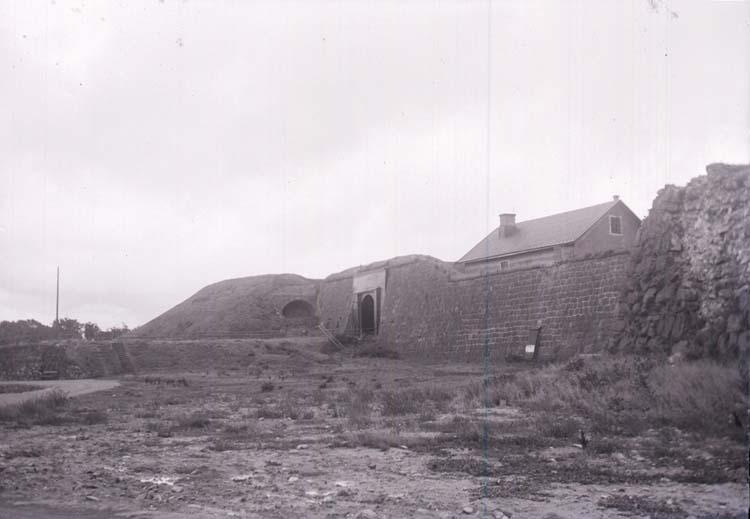 """Enligt text som medföljde bilden: """"Varbergs Fästning 3/9 08"""". ::"""