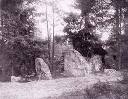 """Enligt text som medföljde bilden: """"Stendös i Brattås I d. 14"""