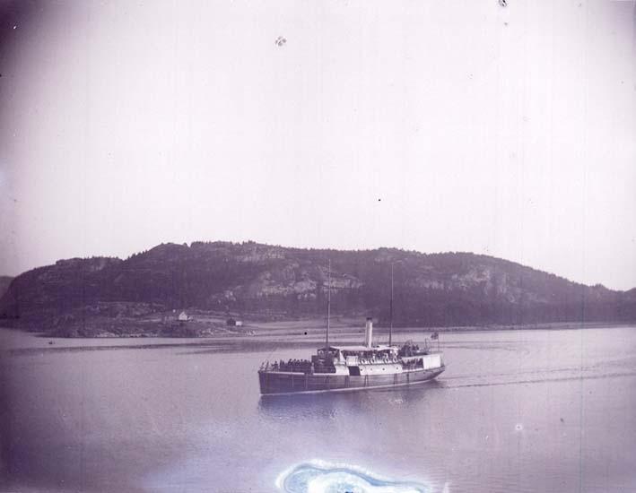 """Enligt text som medföljde bilden: """"Ångaren Valborg Sundsandvik 16/7 1899."""""""