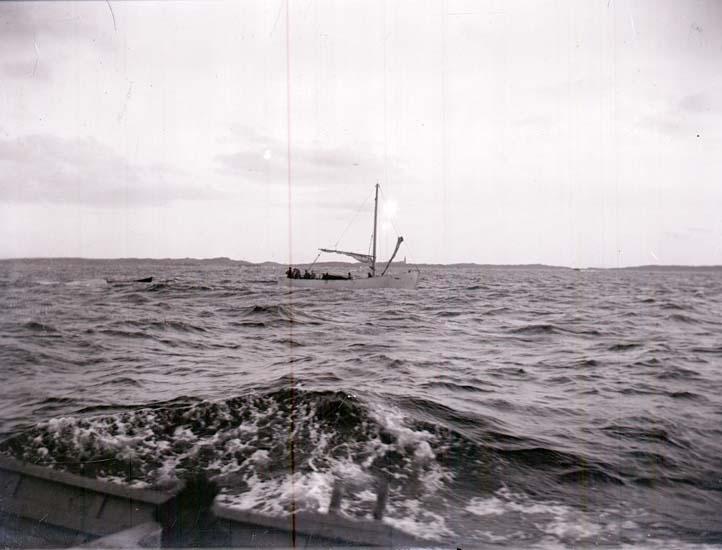 """Enligt text som medföljde bilden: """"Motorbåt"""""""