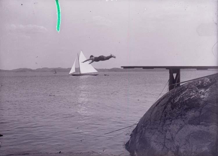 """Enligt text som medföljde bilden: """"Hopp i HB. Juli 11."""" ::"""