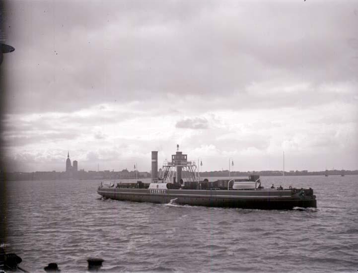 """Enligt text som medföljde bilden: """"Färjan mellan Stralsund och Rügen. Sept. 1913""""."""
