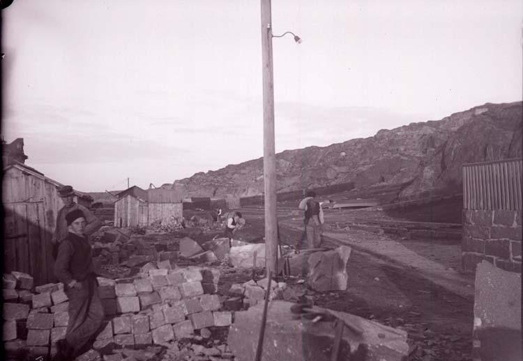 """Enligt text som medföljde bilden: """"Lysekil, Bansviksplan. 29/11 05."""" ::"""